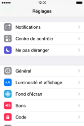 Apple iPhone 4S (iOS 8) - Applications - Supprimer une application - Étape 3